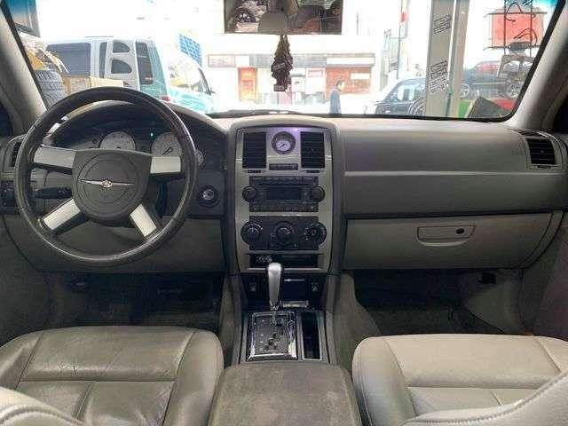 中古車並行車300!ツーリング・3.5・SXT・4WD!内装は全体的に綺麗です!