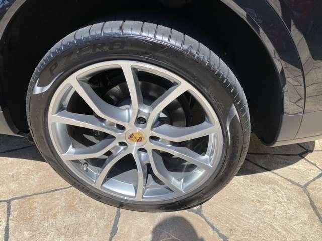 タイヤはPIRERRI PZEROを装着しています。