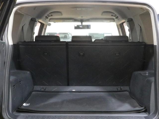 荷室も広くお使いいただけます☆2列目のシートを倒せば車中泊でもゆったりと寝ることができます♪