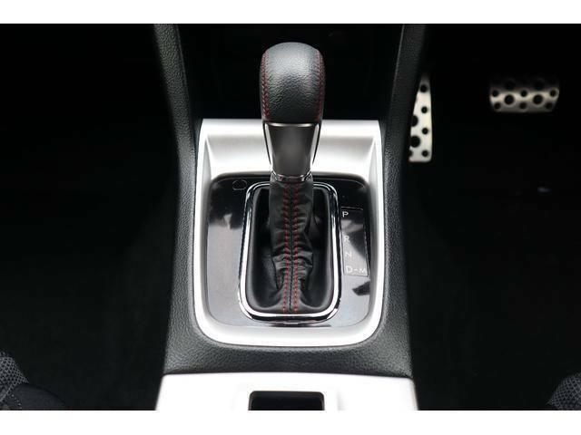 トランスミッションはCVTを搭載しております。滑らかな乗り心地や燃費の向上にも一役かっております。