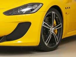 20インチ「トロフェオ」ホイールは人気のデザインです。また、カーボンセラミックブレーキ&イエロブレーキキャリパー。