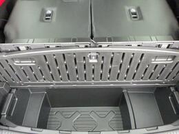 ラゲッジルーム下には、容量たっぷりのラゲッジアンダーボックスを完備。