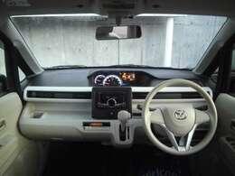 人間工学を駆使して設計された運転席は、ハンドルから手が届きやすい位置にスイッチ類が配置され、ロングドライブなども快適に楽しめます。