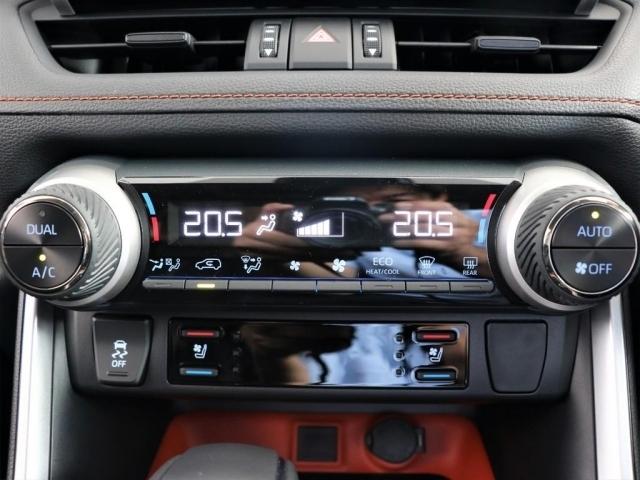 フロントシートにはシートエアコンも装備しております