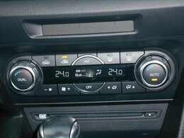 左右の温度が独立して設定できる、ダイヤル式デュアルエアコンです。