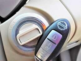 インテリジェントキー(スマートキー)付きでキーを出さずにドアロックの開閉やエンジンスタートが可能で一度使うと手放せません♪