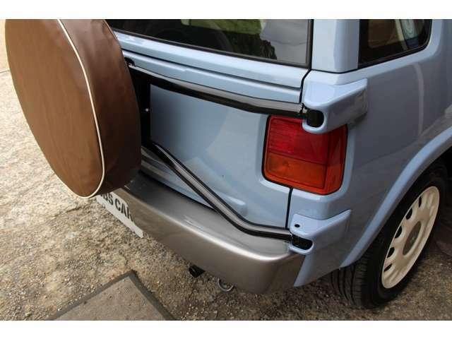 ★当社オリジナルの新品背面タイヤカバー装着で御納車させて頂きます。★