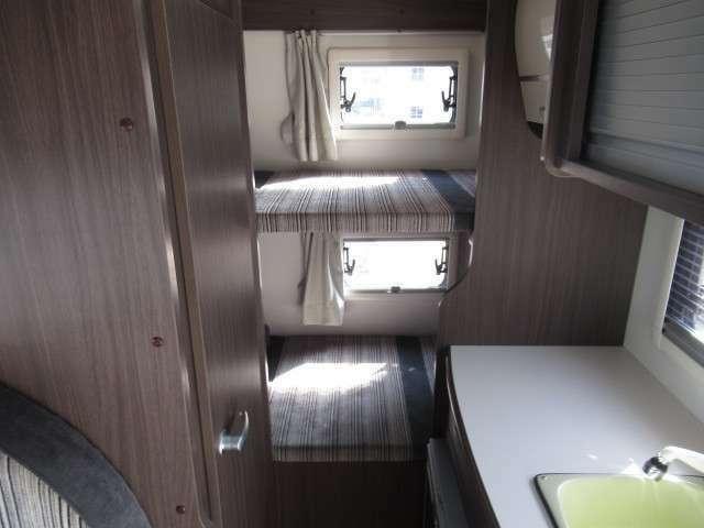 最後部の2段ベットは大人2名様分の就寝スペースです♪