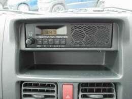 【装備紹介】純正AM/FMラジオ(スピーカー内蔵)です。