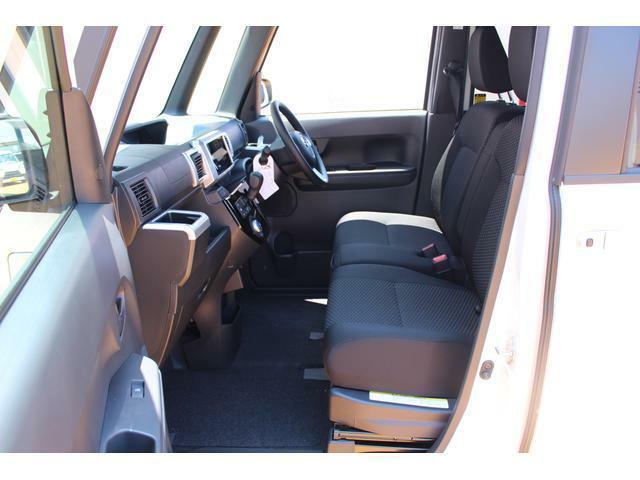 助手席側です☆ベンチシートなので、助手席側からも乗り降りしていただけます♪