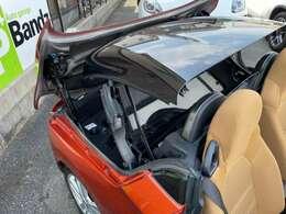 当店在庫車はすべて電動ルーフが作動するお車のみを展示しております。油圧ポンプの不動、故障などもご相談ください。