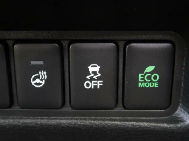 【ステアリングヒーター】スイッチONでステアリングを温めます!寒い日のドライビングも快適ですね♪