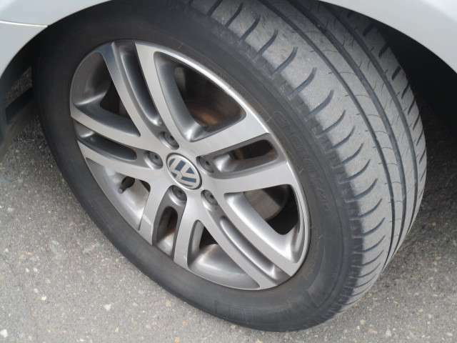 タイヤサイズは、205/55R16です。