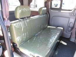 2列目シートは反転が可能なので室内で対面座席として使用可能です♪