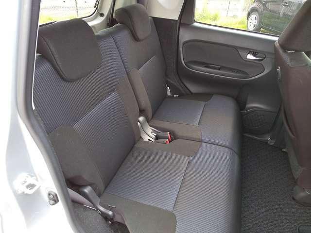 後席シート 足元もゆったりスペース!