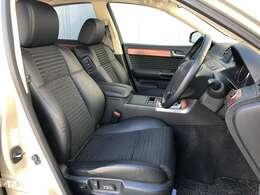 ●黒ハーフレザーシート(メモリー機能付)フロントシートは目立つキズや汚れなども少なくキレイな状態となっております♪