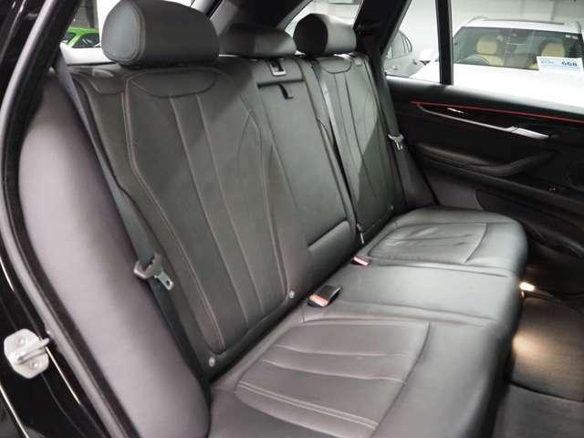 前席同様、後部座席も綺麗な状態を保っております。