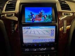 ツインモニター!!!TV・DVD映ります♪上段はDVDorテレビ、下段はナビと別々にもできるので便利です☆