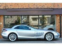 正規ディーラー車のSLRマクラーレンが入庫致しました。正規ディーラー車はわずか22台です。