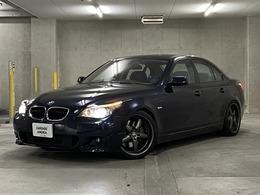 BMW 5シリーズ 550i 屋根付き保管車両