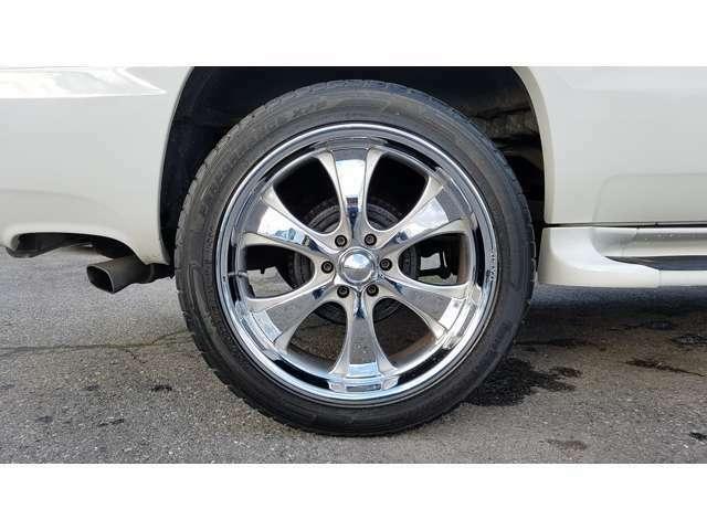 OASIS・23インチメッキアルミホイール☆タイヤの残り溝はフロント約5.8mm・リア約6.6mmとバリ山です☆^^!☆
