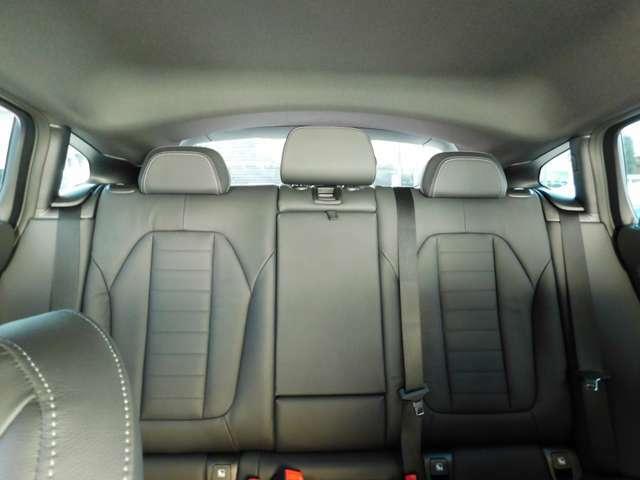 居住空間もしっかり確保、広々した後部座席は大人が寛げるスペースが御座います。ドイツ、イソフィックス社チャイルドシートも装着可能です。