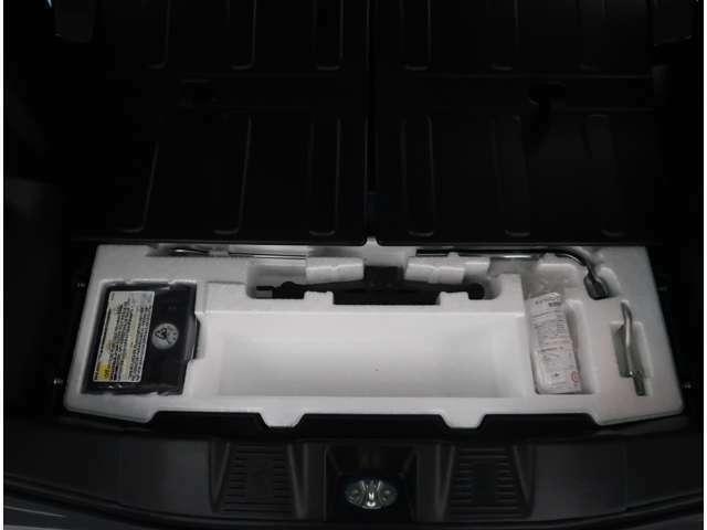 【パンク修理キット】車の軽量化や無駄を無くす為、応急タイヤパンクキットが搭載されています