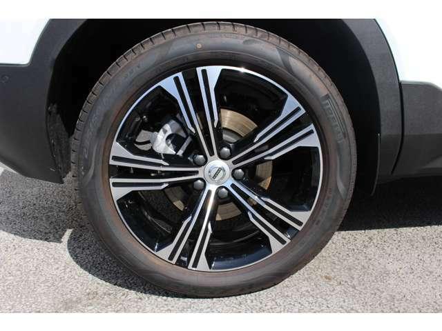235/50 R18インチのタイヤとアルミホイールです