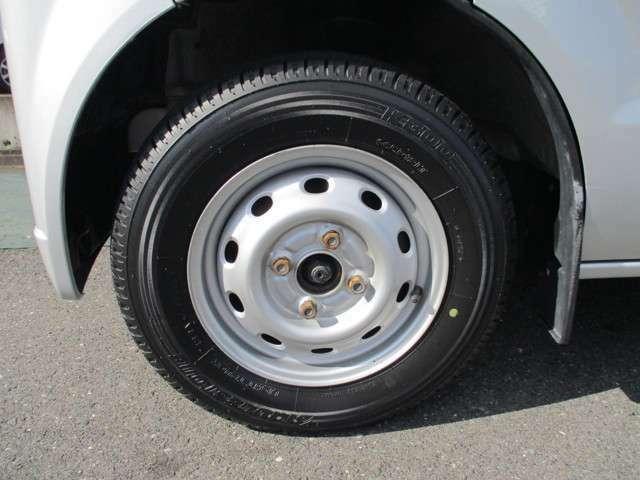 タイヤ残り8部山◆スタッドレスタイヤ・アルミホイールなどのご相談もお気軽に!中古のタイヤ・ホイールなどのご紹介もさせていただきます!