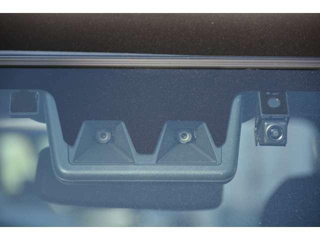 スマートアシスト搭載!衝突回避支援ブレーキ機能、衝突警報機能、車線逸脱警報機能、車線逸脱抑制制御機能、ブレーキ制御付誤発進抑制機能、先行車発進お知らせ機能、標識認識機能、ADB付き^^