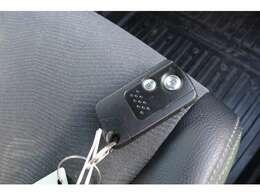 スマートキー付ですので、カバンの中やポケットに携帯するだけでドアロックの開閉・エンジンスタートが可能です!ボタン操作でもタッチセンサーでもドア開閉が可能で、しかもセキュリティ機能付きです!!