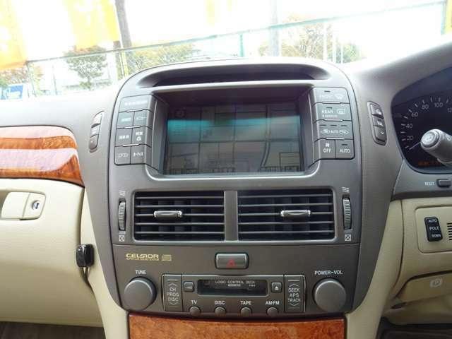 DVDエレクトロマルチビジョン搭載、フルセグTVもご利用頂けます。バックカメラ&ETC車載器も装備。シートの状態も良好で御座います。
