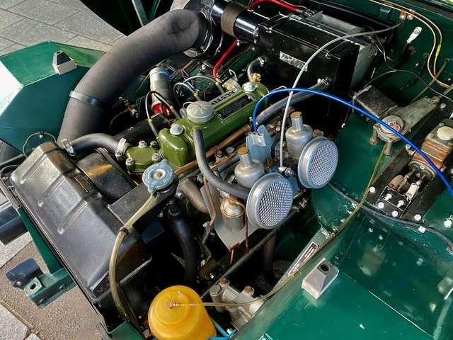 クラシックカーのコンディションはエンジンルームを見れば一目です。配線からパイプ類、エンジンを含めてリビルト済みです。