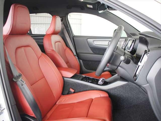 居心地の良さを重視して設計されたシートは、パワーシートを標準装備しています 十分なホールド性を持ちながらも、乗り降りしやすいデザインとなっています