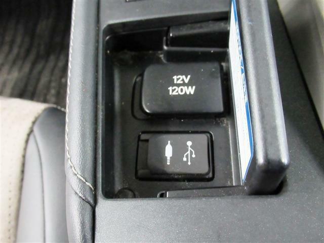 後期型・ブラックルーフ・ハーフレザーシート・プリクラッシュS・レーダークルーズC・ヒーター付Pシート・バックカメラ・ブルーレイ・BTオーディオ・USB・AUX・DTV・パドルシフト・Cセンサー・LED