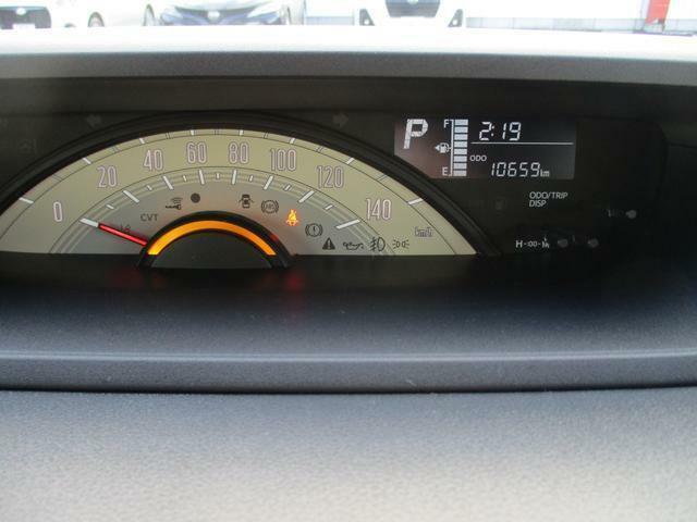 速度計が大きく配置された、見やすいメーターパネルです。