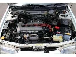 搭載されるエンジンは、ニッサンSR20DE直列4気筒エンジン!