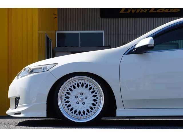 フロントタイヤホイール詳細。WORK(ワーク)グランシーカーCCX19インチ(ホワイトディスク&ゴールドピアス)オフセットは9.5J+38に225-.5タイヤをセッティング。タイヤ残量は7部山です。