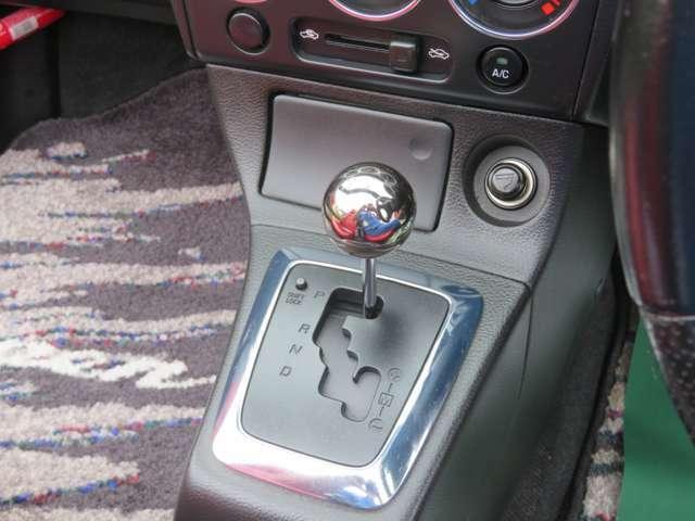 MTモード付フロアオートマです。禁煙車で灰皿も未使用です。シートのこげや臭いも一切ありません♪