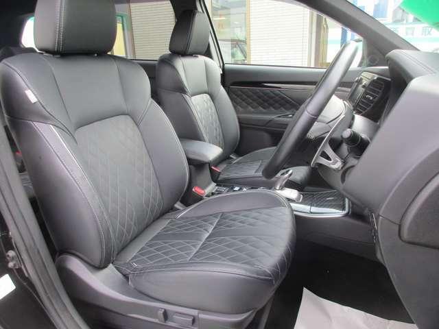 運転席・助手席は電動シートでサイド・カーテンエアバック装備☆もしもの時の備えです!