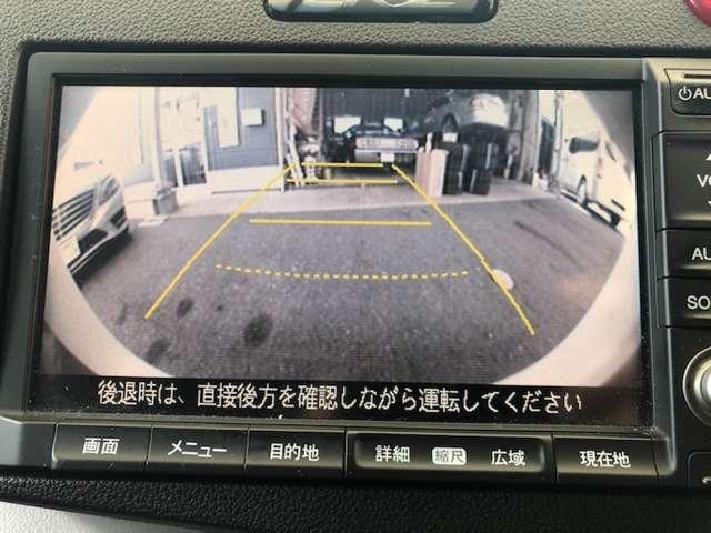 バックカメラ付きで、駐車も安心です。