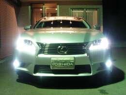 メーカーOP!LEDヘッドランプ装備!!!(14万)ハイ&ローLEDです!ノーマルと形状がかなり!!違います!!オートライト♪インテリジェントAFS!オートレベル!HライトW!純正LEDフォグモデルです♪