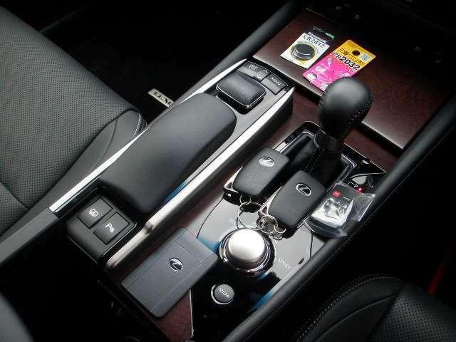 スマートキーX2ケ!カードキー有り♪電池新品!全ドアから動作OK♪イモビライザー!車内の動きやドア開閉など不正侵入を検知するとホーンやハザードが点灯するレクサス純正侵入センサー付オートアラーム装備!
