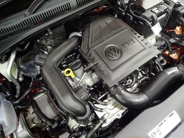 DSGは2つのクラッチをもち、切れ目のない滑らかな加速を実現するトランスミッションです。CVTやATに比べてエンジンの力を無駄なく駆動輪に伝達。発進時の加速がよく、優れた燃費性能を実現します。