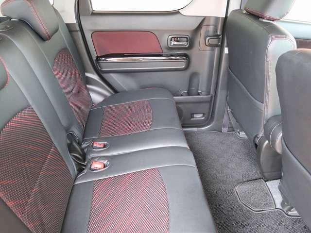 黒革調シートカバーで内装が高級感に溢れてます!乗り心地も良いです!こだわりポイントは内装からですよね!お早めにどうぞっ!