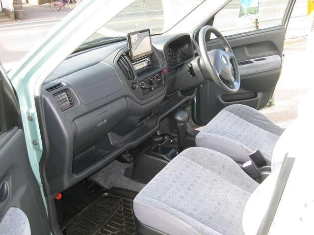 無料電話番号0066-9711-799349までお気軽にお問い合わせください。運転席もすっきりとしていて長時間運転でもらくらく!