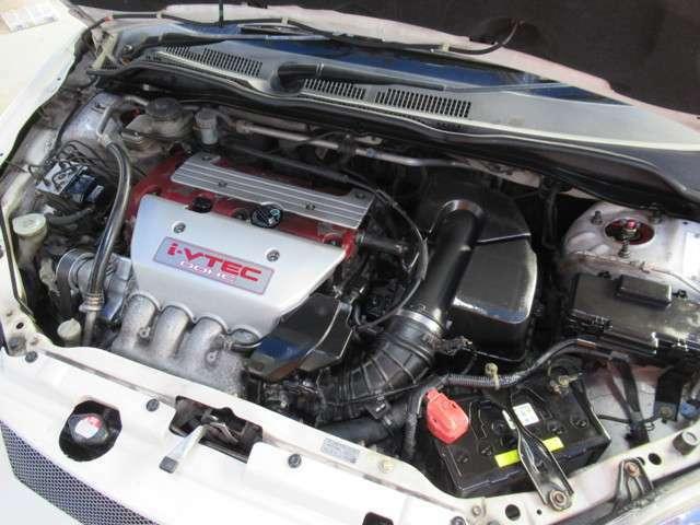 K20Aエンジンはタイミングチェーンエンジンですので、タイミングベル交換などございません。ホンダ独自の可変バルブエンジン i-vtc搭載エンジンで、高回転域まで気持ちよく回るエンジンです。