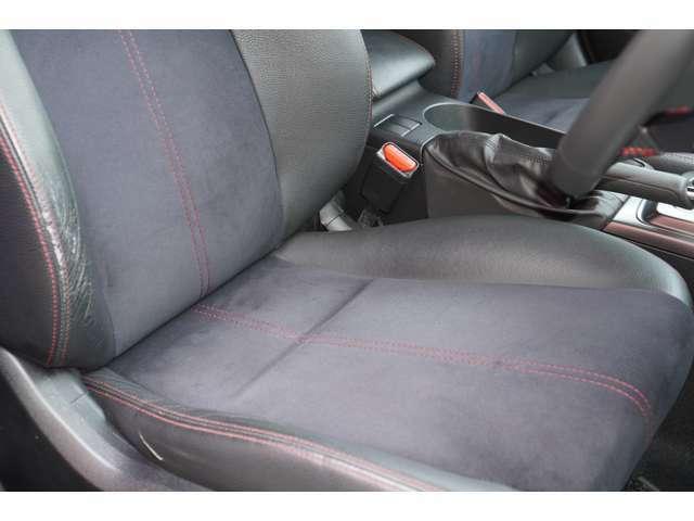 運転席、助手席ともに綺麗です。一度ご覧くださいませ。また【パワーシート】が装備されております。ご自身の最適なドライブポジションにすることが可能でございます♪