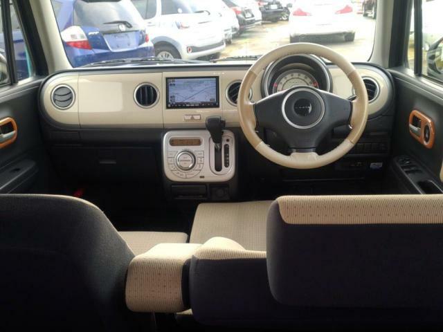 車内装はベージュのツートンでドライブも楽しくなるおしゃれな配色です!