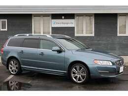 Cars Voyage & Co.では、上質なお車を常時10台以上、在庫展示しております。いつでもご覧になっていただく事が可能です。